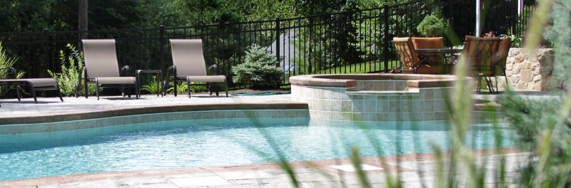 gunite swimming pool with spa in Brookfield CT